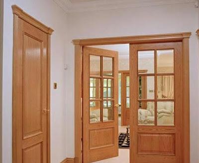 Khung cửa bị cong vênh hoặc nứt cũng sẽ ảnh hưởng đến phong thủy tài vận.